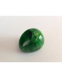 Groene ring uit amber